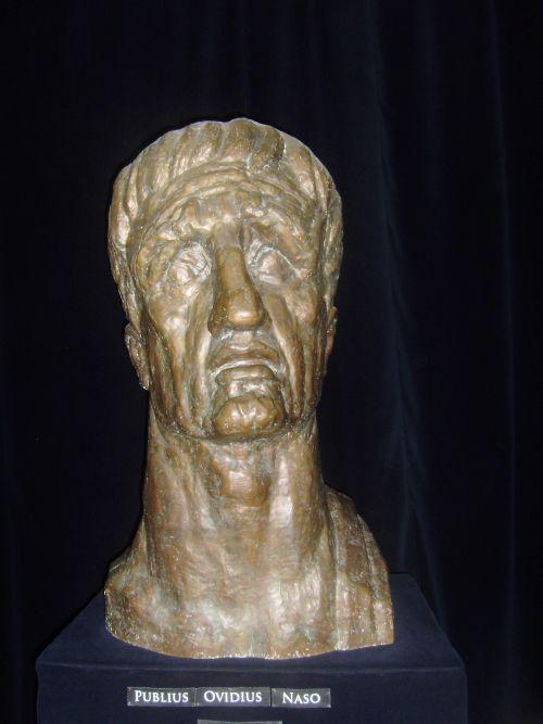 Ovidius. Sculptuur van Corneliu Medrea (1888 - 1964)