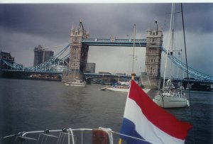 Zomer 2001: Tych� voor Tower Bridge, London