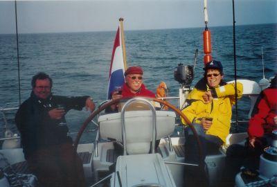 Voorjaar 2002: Inwijdingsborrel voor Ramsgate. V.l.n.r. Erik de Haan, de trotse schipper en Pieter de Kort