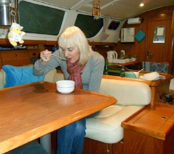 Aan boord eten we een cup-a-soupje