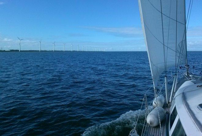 Het IJsselmeer, op weg naar Lelystad.