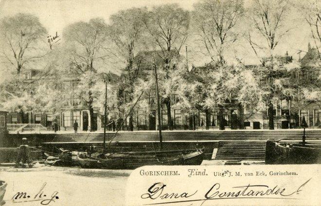 Ansichtkaart van het Eind, onze straat, uit 1902.