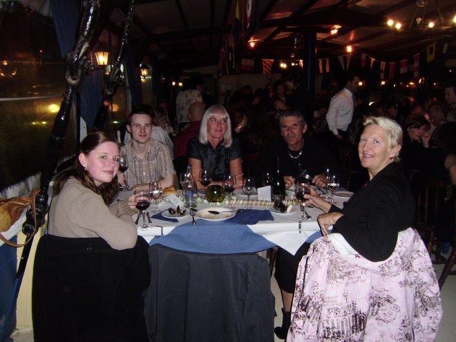 Oudjaarsavond in de Black Pearl. Vlnr. Diana, Tom, Esther, Rommert, Ans en Jaap