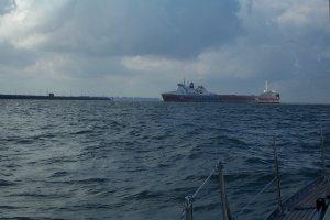 Bij Zeebruggge laten we een Cobelfret Ferry voor ons langsgaan