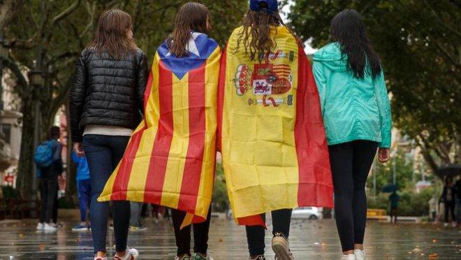 9dd1d18b4026b8 Voor- en tegenstanders lopen samen op in Barcelona (fot De Volkskrant)